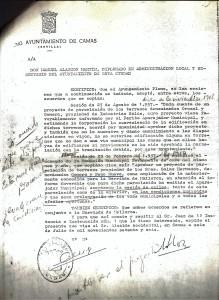 6 de Julio de 1976. Certificación del Secretario de las Corporación sobre sendos acuerdos de proyectos de parcelación de la Barriada Mallorca.